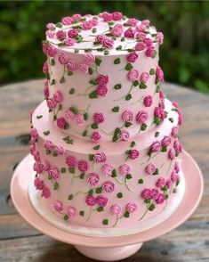 Por atelie_casa_da_torta on Cake by gordicesdamah Pretty Cakes, Cute Cakes, Beautiful Cakes, Amazing Cakes, Cookies And Cream Cake, Cake Mix Cookies, Luxury Cake, Chocolate Cookie Recipes, Chocolate Cake