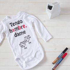 Algun bebe en camino?? En el blog os dejo una recopilación con 4 ideas para hacer unos bodies personalizados bien chulos. Todos consiguieron sacar una sonrisa a los futuros papás  . #diybyparafernalia #reciennacidosmolones #bebesfelicices
