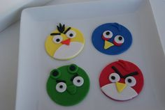 12 angry bird cupcake toppers made out of fondant. You will get 3 of each bird shown.    Size: 3 inches    please allow small variance in
