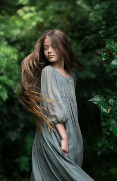Top 5 cute photography poses of girls Forest Photography, Girl Photography Poses, People Photography, Beauty Photography, Children Photography, Fashion Photography, Forest Girl, Foto Art, Best Photographers