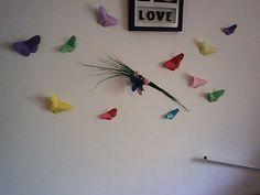 Exemple de déco papillons, voici ce que ça donne chez moi. J'ai tout collé avec…