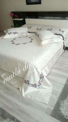 This Pin was discovered by Ays Embroidery Hoop Decor, Pillow Embroidery, Embroidery Designs, Bed Sheet Curtains, Designer Bed Sheets, Embroidered Bedding, Fabric Paint Designs, Baby Pillows, Quilt Bedding