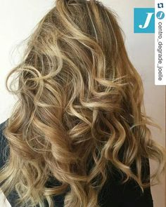 Inimitabili sfumature di Degradé Joelle. #cdj #degradejoelle #tagliopuntearia #degradé #igers #musthave #hair #hairstyle #haircolour #longhair #ootd #hairfashion #madeinitaly #wellastudionyc workhairstudiovittorio&tiziana #roma #eur