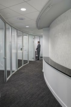 Frameless Glass Demountable Wall System By Dynamic Hive Offers A New, Clean  And Open Feel