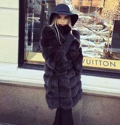 Stay classy and love fashion: Photo Fur Fashion, Love Fashion, Fashion Photo, Luxury Lifestyle Fashion, Snow Outfit, Winter Stil, Equestrian Outfits, Winter Looks, Fur Jacket