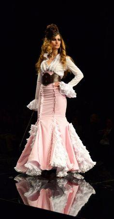 Flamenco Fashion by Margarita Freire. Fashion Bloggers Over 40, Flamenco Dancers, Flamenco Dresses, Spanish Dress, Pink Day, Spanish Fashion, Moda Boho, Pattern Fashion, Beautiful Dresses