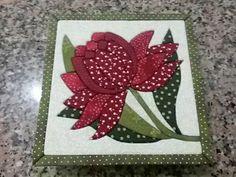 Caixa com patchwork embutido flores