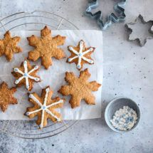 Gezonde kerstkoekjes   simoneskitchen.nl Gingerbread Cookies, Crackers, Snacks, Recipes, Food, Gingerbread Cupcakes, Pretzels, Rezepte, Food Recipes