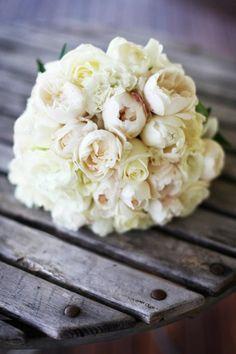 lisianthis and david austin rose bouquet