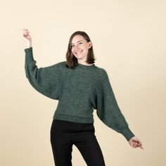 Colette - Kort Jumper Mönster Easy Knitting Patterns, Free Knitting, Sweater Patterns, Bat Sleeve, Sweater And Shorts, Knit Or Crochet, Irene, Free Pattern, Hobbit
