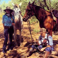 Sunday spells with @anikafit and @kirstycar90  waiting for the chopper to push the lead up.  Shop link in bio.  http://ift.tt/1VSP58U #ringerswestern #ringersgotgame #ringerforadollar #australian #horsesofinstagram #workinghorses