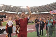 Gallery: Totti's final lap of honour around the pitch