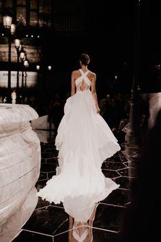 lacewings - Pronovias Bridal Show 2017 ph: Charlotte van den. Bridal Show, Bridal Style, Runway Fashion, Fashion Show, Bridal Fashion, Pronovias Bridal, Belle Silhouette, Creation Couture, Glamour