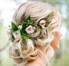Свадебные прически, украшенные цветами