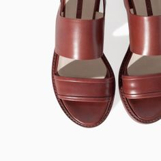 ZARA - NEW THIS WEEK - FLAT LEATHER SANDAL WITH BUCKLE