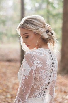 wedding dress with buttons - photo by Carography Studios http://ruffledblog.com/georgia-woodland-wedding-inspiration