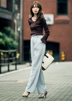 Superior Casual Outfits It is important for you to The police officer This Saturday and sunday. Get inspired using these. Office Fashion, Work Fashion, Curvy Fashion, Asian Fashion, Fashion Pants, Fashion Outfits, Fall Fashion, Fashion Trends, Womens Fashion