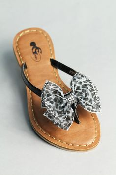 Super cute rhinestone bow sandals!