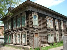 Traditional Wooden House in Tomsk - Siberia - Double dovetailed corners! Wooden Architecture, Russian Architecture, Classical Architecture, Abandoned Houses, Old Houses, Wooden Houses, Salton Sea California, German Houses, Siberia Russia