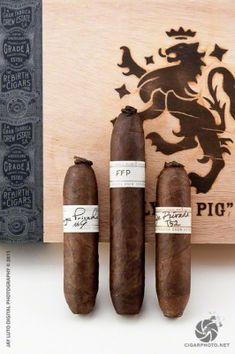 Drew Estate Liga Privada Flying Pig - would like to try Good Cigars, Cigars And Whiskey, Drew Estate, Cigar Art, Cigar Club, Cigar Smoking, Smoking Room, Premium Cigars, Cigar Lighters