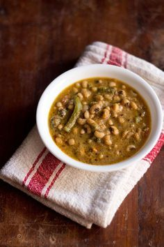 malabar spinach curry recipe | mangalorean style malabar spinach curry