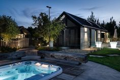 Piękny taras to tylko przedsmak tego co czeka mieszkańców domu Horseshoe Bend Cabana. Fot. Mason and Wales Architects