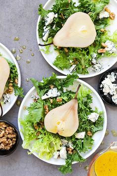 This simple poached pear salad with bitter greens, walnuts and blue cheese is great for the Holidays! Easy Delicious Recipes, Healthy Salad Recipes, Vegetarian Recipes, Healthy Eats, Thanksgiving Recipes, Fall Recipes, Vegetarian Thanksgiving, Bitter Greens, Pear Salad