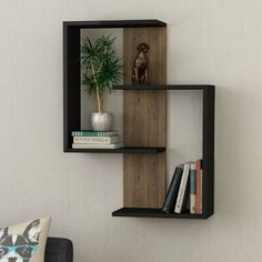 3 Surprisingly Neat and Pleasing Storage Inspirations for Small Bedroom Decor Ideas - Turn your cramped room into a cozy personal quarter with these smart, space-saving storage tricks. They offer a tidy look to your small bedroom interior. Unique Wall Shelves, Wall Shelf Decor, Wood Wall Shelf, Wall Shelves Design, Small Wall Shelf, Tv Shelf, Modern Shelving, Home Decor Furniture, Diy Home Decor