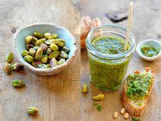 VÝPEČKY: PISTÁCIOVÉ PESTO Great Recipes, Favorite Recipes, Pesto, Sprouts, Vegetables, Food, Essen, Vegetable Recipes, Meals
