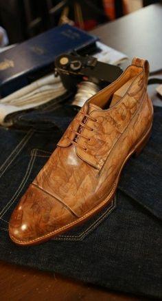 Latest Men's Fashion Enjoy your Foot Inside Italian Beauty Beast Wooden leather Texture Hot Shoes, Men's Shoes, Shoe Boots, Dress Shoes, Gentleman Shoes, Fashion Shoes, Mens Fashion, Style Fashion, Mode Masculine