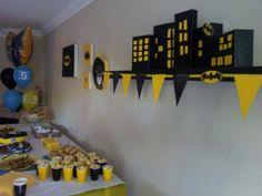 Batman party  Batman party (decor) for my friend Salvador, Susana Afonso/ The Batman Cake made by @ Bolos, travessuras e companhia (Portugal)