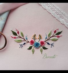brazilian embroidery how to do Brazilian Embroidery Stitches, Hand Embroidery Stitches, Embroidery Techniques, Embroidery Applique, Cross Stitch Embroidery, Border Embroidery Designs, Kurti Embroidery Design, Embroidery Patterns Free, Hand Embroidery Flowers