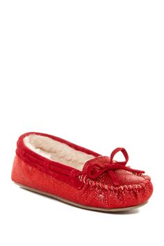 Give the gift of ultimate comfort this Valentine's Day with these faux fur glitter moccasins.