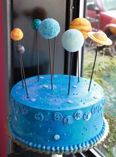 Space Cake ~ maybe make planet cake pops Cake Pops, Bolo Do Sistema Solar, Solar System Cake, Planet Cake, Astronaut Party, Outer Space Party, Galaxy Cake, Bowl Cake, Cakes For Boys