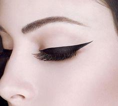 Eye Studio Lasting Drama Gel Eyeliner by Maybelline. Smudge proof and waterproof gel eyeliner to help you achieve that long lasting winged eyeliner makeup look.
