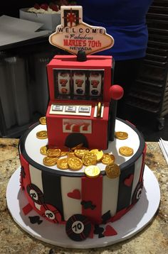 Amazing slot machine birthday cake from Freed's Bakery in Law Vegas