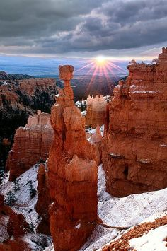Thor's Hammer at sunrise, Bryce Canyon, USA (by Doug Solis). Visited Bryce Canyon during the Summertime - breathtaking! Would love to see it during the Winter. Bryce Canyon, Grand Canyon, Canyon Utah, Arches Nationalpark, Yellowstone Nationalpark, North Cascades, Places To Travel, Places To See, Beautiful World