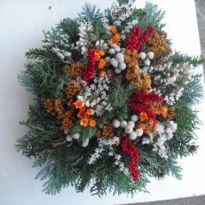 """Dušičková kytice malá """"buchta"""" Fall Decor, Holiday Decor, Funeral Flowers, Garland, Christmas Wreaths, Floral Wreath, Plants, Ideas, Dekoration"""