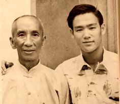 Great photo of Young Bruce Lee with Wing Chun Master Ip Man! Brandon Lee, Bruce Lee Frases, Bruce Lee Quotes, Martial Arts Movies, Martial Artists, Bruce Lee Master, Bruce Lee Pictures, Anime Echii, Bruce Lee Martial Arts