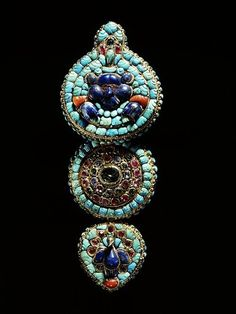 Local fashion: Tibetan jewelry: a bit of history Tibetan Jewelry, Ethnic Jewelry, Fine Jewelry, Royal Jewelry, Vintage Jewelry, Artisan Jewelry, Handmade Jewelry, Victoria And Albert Museum, Turquoise Jewelry