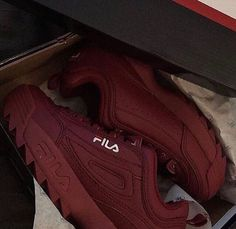 • Red wine Fila sneakers | baskets Fila bordeaux •