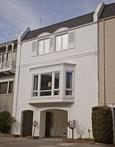 On January 15, 1954, Marilyn Monroe (age 27) married baseball player Joe DiMaggio (age 39) at San Francisco's City Hall. They lived for a time in this house in the Marina District. It's at 2150 Beach Street.
