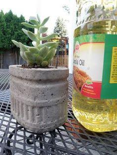 DIY Concrete Planters Bonne idée avec le fond de bouteille...