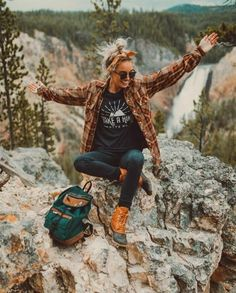 Hiking Outfit Women Picture love this girls style dreamingoutloud outdoor fashion Hiking Outfit Women. Here is Hiking Outfit Women Picture for you. Hiking Outfit Women stylish and comfortable hiking outfits for women the trend. Cute Hiking Outfit, Summer Hiking Outfit, Cute Camping Outfits, Outfit Winter, Camping Outfits For Women Summer, Hiking Boots Outfit, Hiking Shoes, Camping Clothes For Women, Duck Boots Outfit