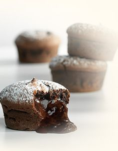 Callebaut - So chocolate moelleux Like Water For Chocolate, Death By Chocolate, Chocolate Lovers, Chocolate Recipes, Mini Desserts, Sweet Desserts, Mini Cakes, Cupcake Cakes, Lava Cakes