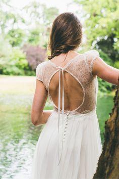 Les robes de mariée d'Adeline Bauwin - Collection 2016 | Modèle: La Mystérieuse | Crédits: Cécile B.Photographies | Donne-moi ta main - Blog mariage
