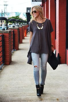 LOOK 1: SHIRT FREE PEOPLE/DENIM ZARA (OLD, SIMILAR HERE, HERE, HERE, HERE) LOOK 2: SWEATERNORDSTROM/SKIRT C/O LES NOUVELLES ACCESSORIES: BOOTS C/O ELAINE TURNER/BAG C/O PHILIP LIMVIA LES NOUVELLE...