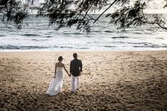 Pre-Wedding in phuket,Thailand I capture your movement on the beach with natural light photography
