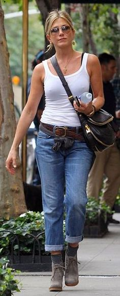 Seen on Celebrity Style Guide: Jennifer Aniston wore Prada Suede Lace-Up Ankle Boots and Current/Elliott Boyfriend Jeans leaving her New York City apartment on Wednesday afternoon September 2011 Estilo Jennifer Aniston, Celebrity Style Guide, Lace Up Ankle Boots, Suede Boots, Black Bra, Trends, Jeans Style, Boyfriend Jeans, Tom Ford