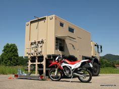 7: Es geht los: das Motorrad kann auf die Schiene